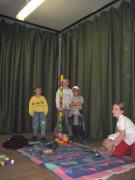 Mialatt a szülők hasznos informácókat hallgattak ,a szomszéd teremben gyremekeik újonan beszerzett játékokat vehettek birtokba.