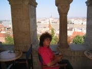 Söröztem a Budai vár teraszán, háttérben a Parlament